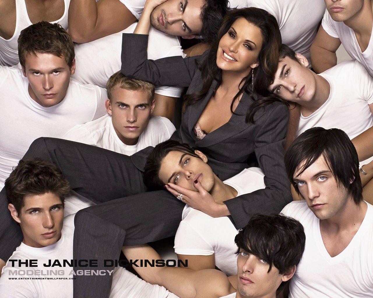 Пять парней и девушка
